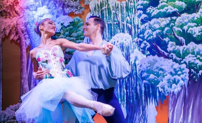 Cromer Pier Christmas show ballet dancers